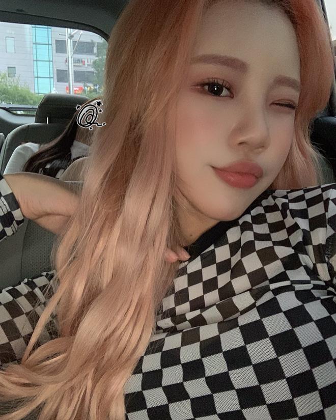 Nữ idol xấu nhất lịch sử Kpop khoe ảnh xinh hút hồn, Knet lập tức bóc mẽ: App sống ảo nào xịn thế?-3