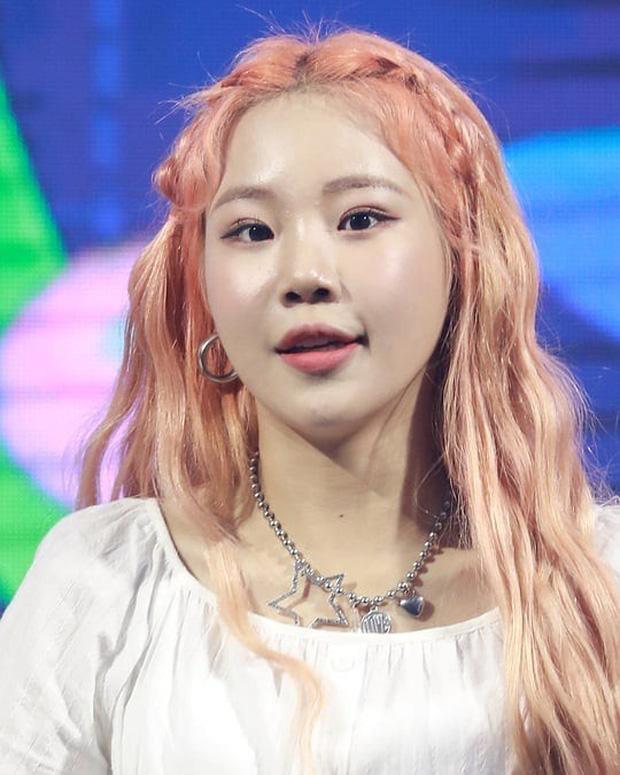 Nữ idol xấu nhất lịch sử Kpop khoe ảnh xinh hút hồn, Knet lập tức bóc mẽ: App sống ảo nào xịn thế?-8