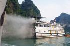 Chờ khách thăm hang Sửng Sốt, tàu bốc cháy nghi ngút trên vịnh Hạ Long