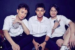 Clip: 'Tam ca áo trắng' Trúc Nhân - Jun Phạm - Quang Trung hội ngộ thể hiện hit 'Ngồi hát đỡ buồn'