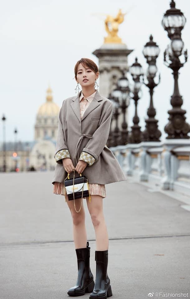 Quên Angelababy đi, mỹ nhân hai con Trương Gia Nghê mới là niềm tự hào châu Á tại Tuần lễ thời trang Paris-2