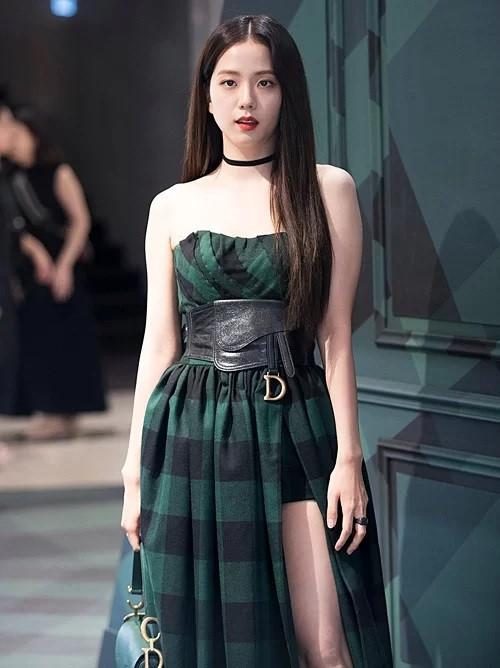 BlackPink luôn là tâm điểm chú ý mỗi lần tham dự show thời trang-6