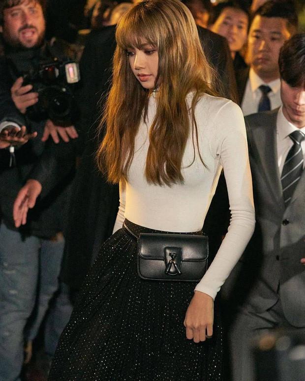 Lisa (Black Pink) hút hàng triệu lượt tìm kiếm sau Paris Fashion Week-7