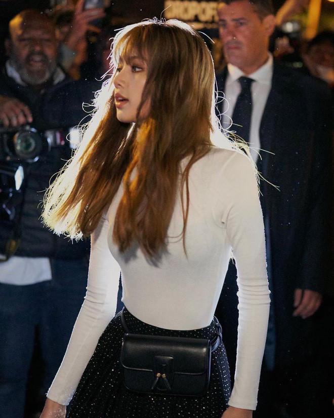 Lisa (Black Pink) hút hàng triệu lượt tìm kiếm sau Paris Fashion Week-9