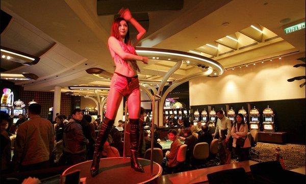 Cuộc sống khắc nghiệt của nghệ sĩ Việt tại Mỹ: Hát casino kiếm bạc cắc, đứng bán đĩa như... ở chợ-5