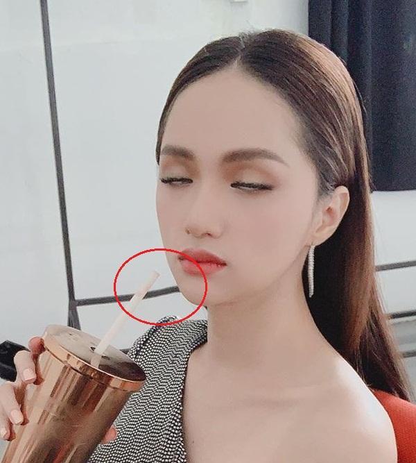Tưởng mặt đẹp chuẩn không cần chỉnh, nào ngờ Hương Giang vẫn bị soi photoshop méo tường-4