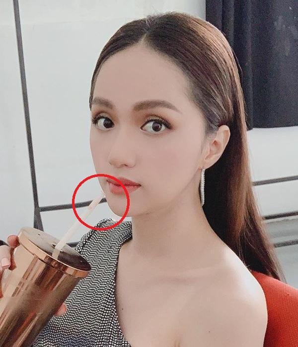 Tưởng mặt đẹp chuẩn không cần chỉnh, nào ngờ Hương Giang vẫn bị soi photoshop méo tường-5