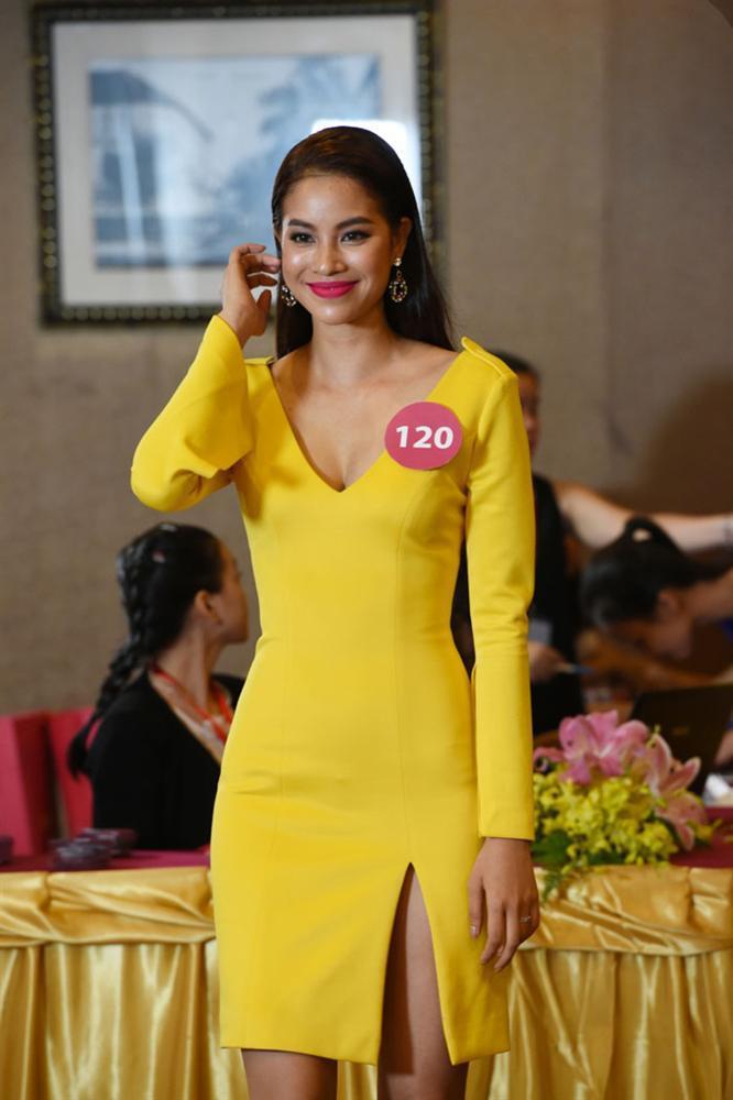 Đẹp nổi bật ngày tuyển sinh, HHen Niê - Phạm Hương - Tiểu Vy được khen thoáng nhìn đã ra hoa hậu-7