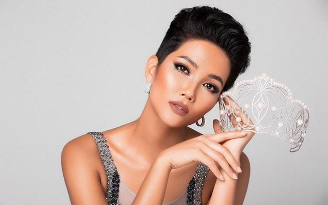 Đẹp nổi bật ngày tuyển sinh, HHen Niê - Phạm Hương - Tiểu Vy được khen thoáng nhìn đã ra hoa hậu-5