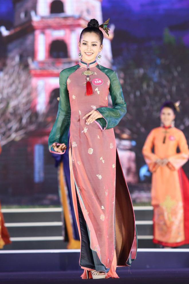 Đẹp nổi bật ngày tuyển sinh, HHen Niê - Phạm Hương - Tiểu Vy được khen thoáng nhìn đã ra hoa hậu-13