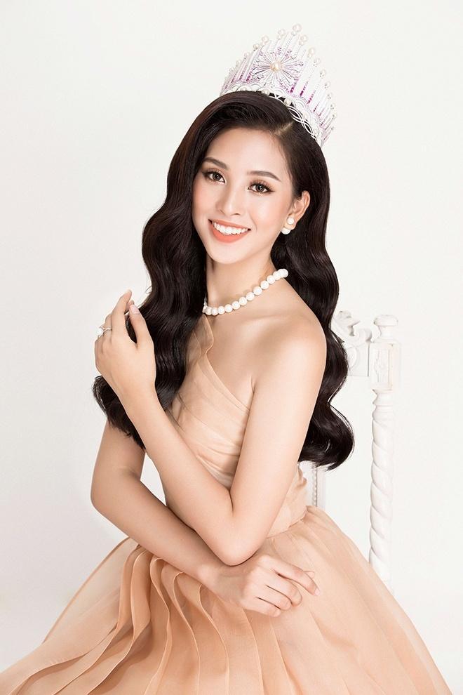 Đẹp nổi bật ngày tuyển sinh, HHen Niê - Phạm Hương - Tiểu Vy được khen thoáng nhìn đã ra hoa hậu-14