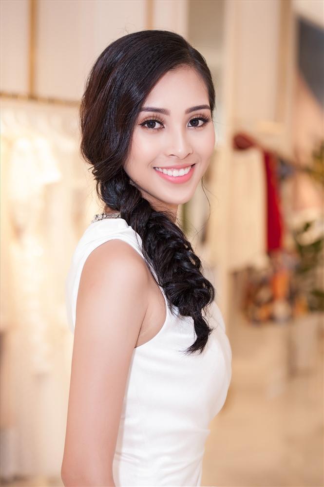 Đẹp nổi bật ngày tuyển sinh, HHen Niê - Phạm Hương - Tiểu Vy được khen thoáng nhìn đã ra hoa hậu-15