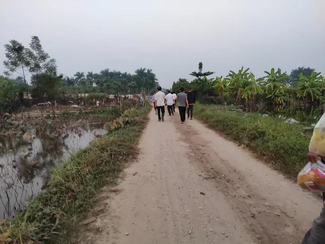 Vụ nam sinh chạy Grab bị sát hại ở Hà Nội: Hành trình tìm kiếm nạn nhân từ tin nhắn gửi về và chiếc dép ở hiện trường-2