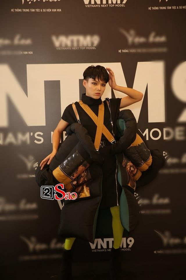 Nắng nóng 40 độ C, thánh chửi Mèo Thoại mặc áo bông chặt chém dàn thí sinh thảm họa Vietnams Next Top Model-2