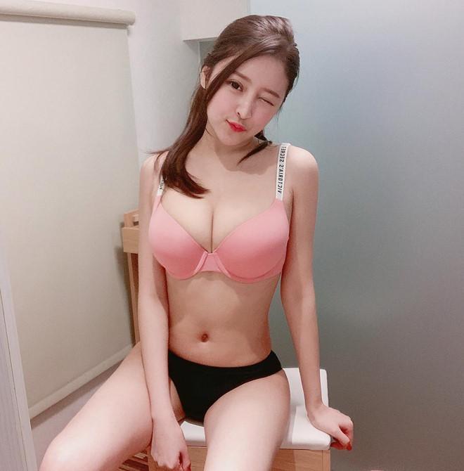 Cô gái gây tranh cãi khi mặc bikini bán trà sữa ở Thái Lan-3
