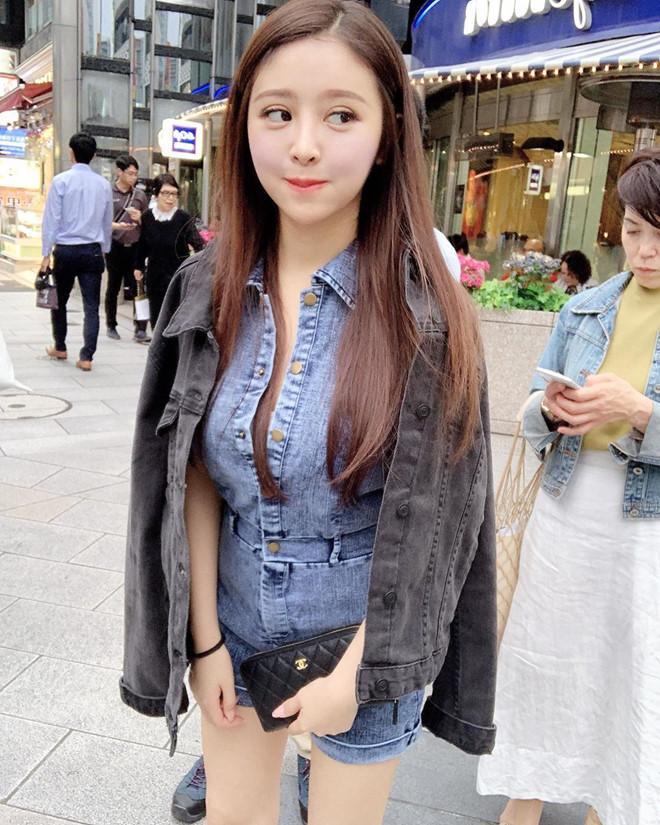 Cô gái gây tranh cãi khi mặc bikini bán trà sữa ở Thái Lan-5