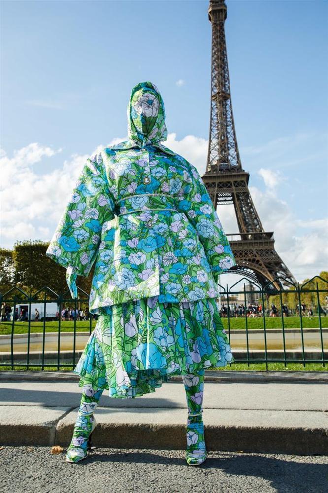 Cardi B gây sốc với trang phục kín mít như ninja tại tuần lễ thời trang Paris 2019-6