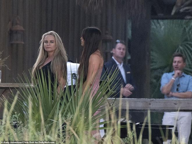 Justin Bieber và vợ xuất hiện, chuẩn bị làm lễ cưới-5
