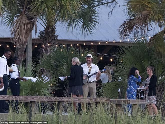 Justin Bieber và vợ xuất hiện, chuẩn bị làm lễ cưới-6