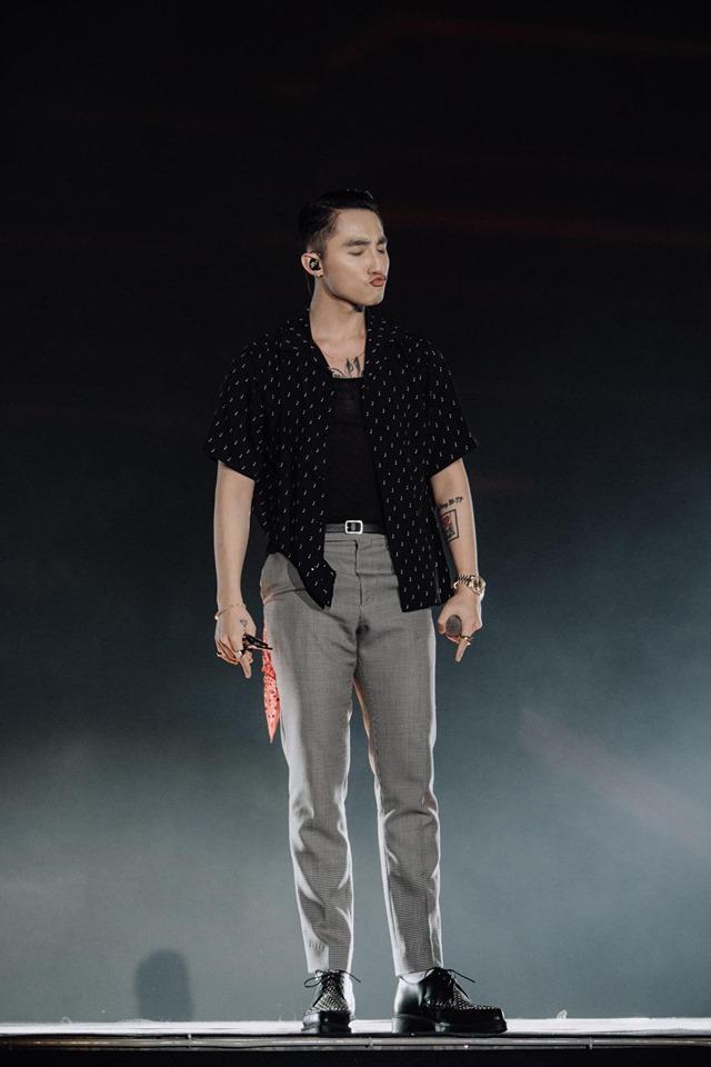 Sơn Tùng bị nghi rách quần vì quẩy quá sung trên sân khấu-3