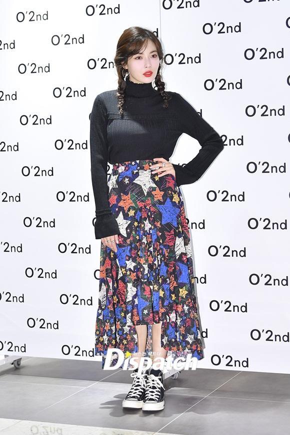 Sau màn vén váy khoe nội y gây tranh cãi, HyunA bất ngờ mặc kín như bưng, tết tóc dễ thương-2