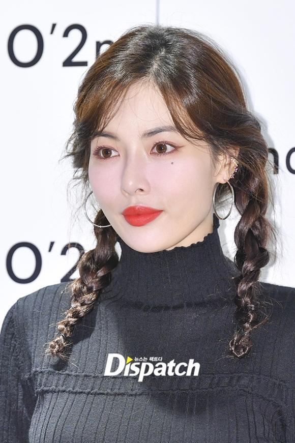 Sau màn vén váy khoe nội y gây tranh cãi, HyunA bất ngờ mặc kín như bưng, tết tóc dễ thương-5
