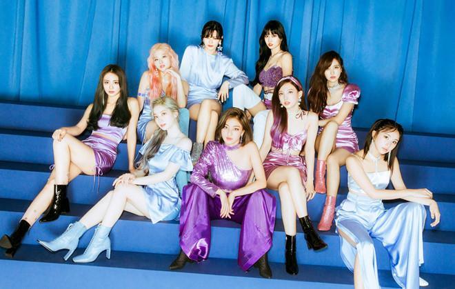 Bị ném đá vì để Nayeon (TWICE) phải mặc váy rách toạc hông lên sân khấu, lời giải thích của JYP có thỏa đáng?-4