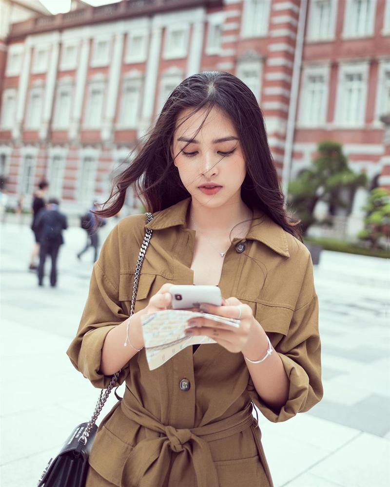 Khoe ảnh cùng anh đi khắp thế gian, Hoa hậu Việt Nam Trần Tiểu Vy đã có bạn trai?-5