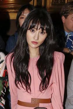 Hốt hoảng với gương mặt như 'xác sống' của Trịnh Sảng tại Paris Fashion Week