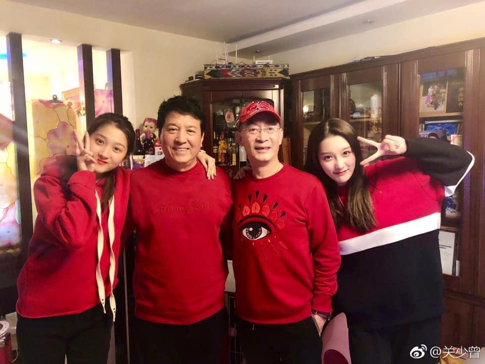 Ngoại hình xinh đẹp không thua kém sao hạng A của con gái Lục Tiểu Linh Đồng-2