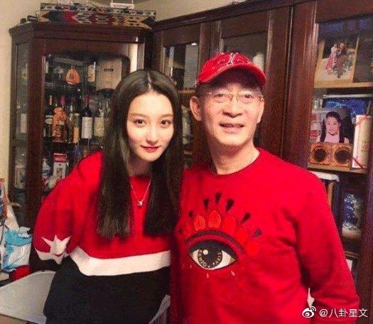 Ngoại hình xinh đẹp không thua kém sao hạng A của con gái Lục Tiểu Linh Đồng-3