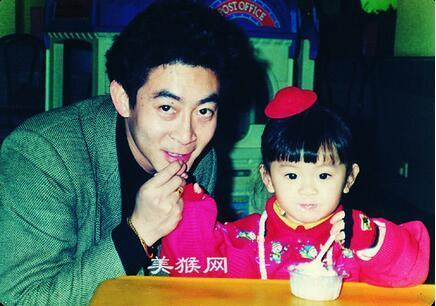 Ngoại hình xinh đẹp không thua kém sao hạng A của con gái Lục Tiểu Linh Đồng-1