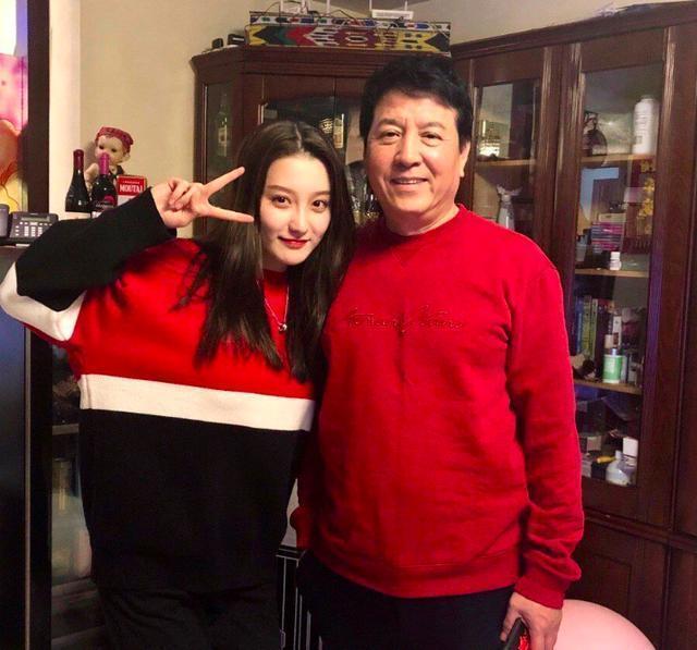 Ngoại hình xinh đẹp không thua kém sao hạng A của con gái Lục Tiểu Linh Đồng-6