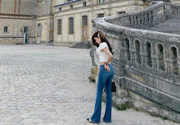 Bí quyết phối đồ với quần jeans đẹp như Hà Tăng và dàn mỹ nhân Việt-10