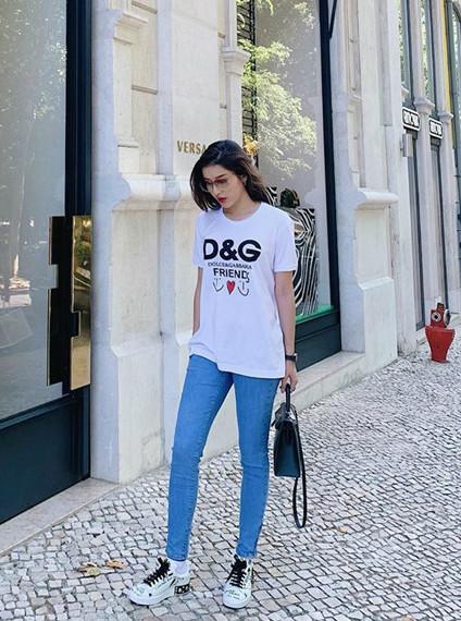 Bí quyết phối đồ với quần jeans đẹp như Hà Tăng và dàn mỹ nhân Việt-12