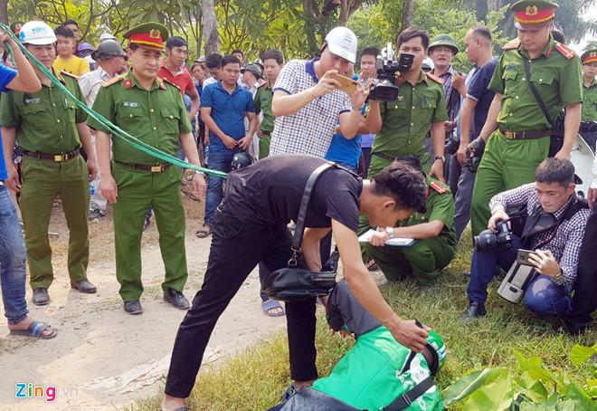 Hàng trăm người theo dõi cảnh thực nghiệm vụ giết nam sinh chạy Grab-7