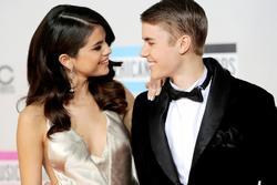 Selena Gomez phản ứng ra sao khi Justin Bieber lấy vợ?