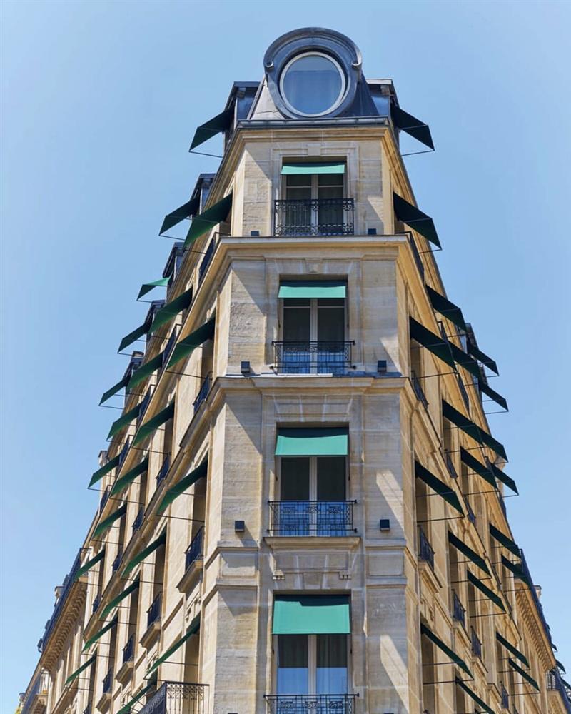 Khách sạn có ô cửa sang chảnh, nhìn thẳng tháp Eiffel-6