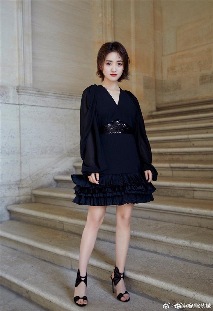 Mỹ nhân Vườn sao băng bị chê quê mùa, thiếu khí chất tại Paris Fashion Week-6