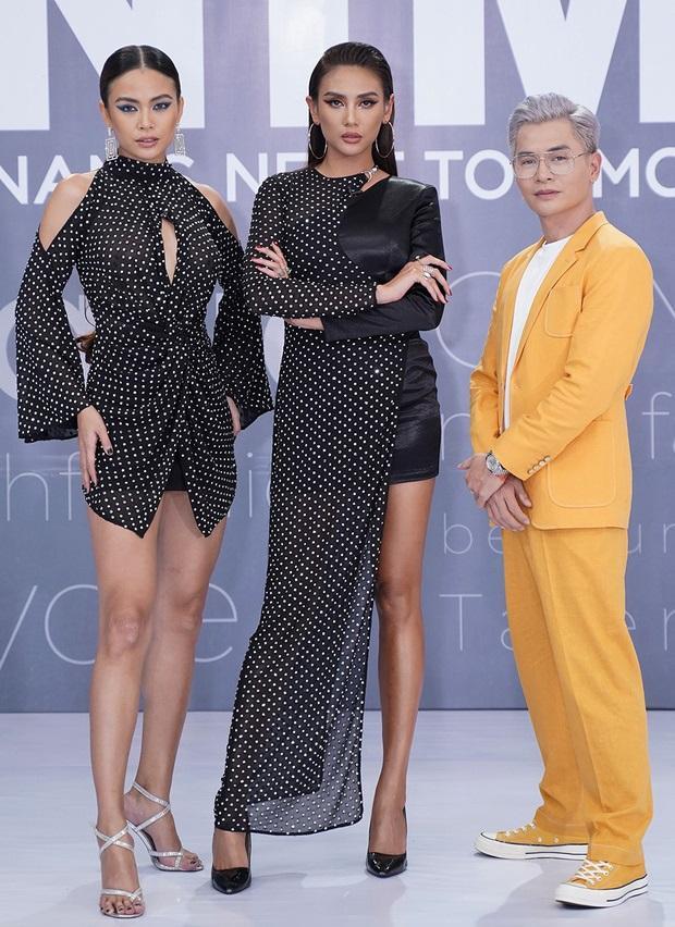 Mâu Thủy lại mém lộ hàng vì váy áo quá ngắn khi làm giám khảo Vietnams Next Top Model-2