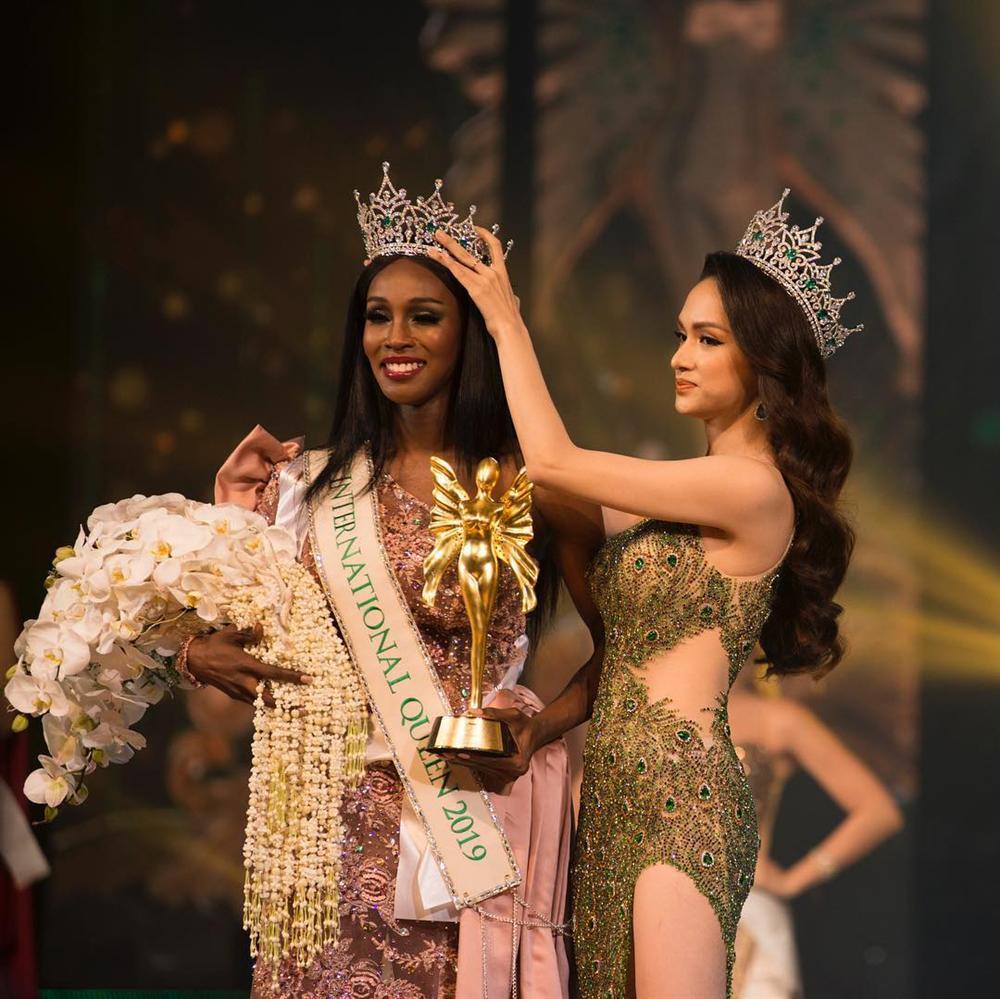 Hoa hậu Chuyển giới Quốc tế 2019 dằn mặt khán giả Việt dám tung hô nhan sắc Hương Giang dưới ảnh của mình-4