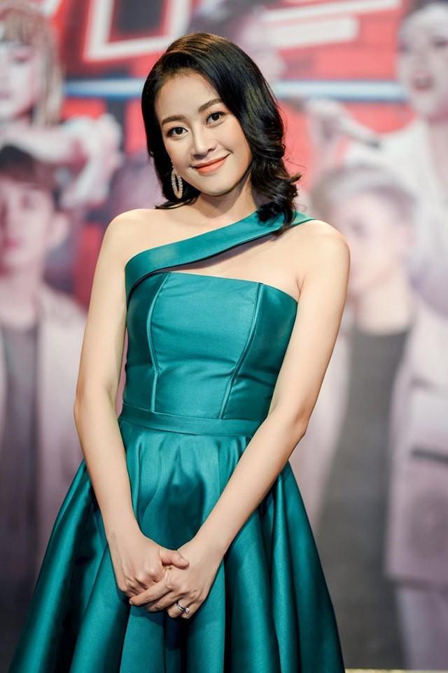 Sau 4 tháng kết hôn với người đàn ông quyền lực VTV, ngoại hình MC Phí Linh thay đổi chóng mặt-6