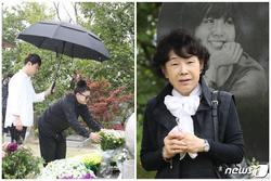 Mẹ và bạn thân viếng mộ trong ngày giỗ Choi Jin Sil