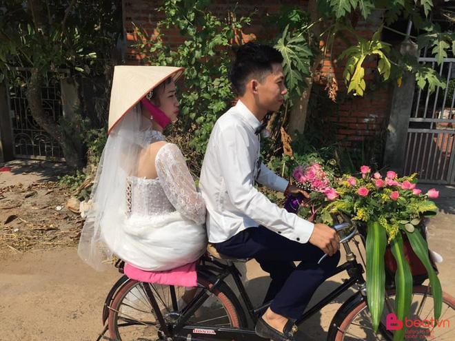 Đám cưới đẹp nhất thôn quê: Hàng chục trai làng hot boy đạp xe đến đón dâu làm ai cũng thích thú-4