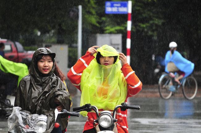 Miền Bắc sắp đón mưa dông, chất lượng không khí Hà Nội được cải thiện-1