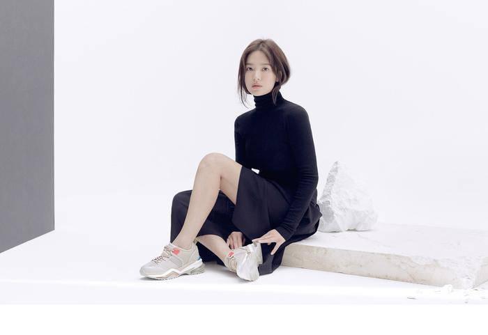 Lại xuất hiện trẻ xinh như gái 20, Song Hye Kyo sau ly hôn như ngày một nhuận sắc-1