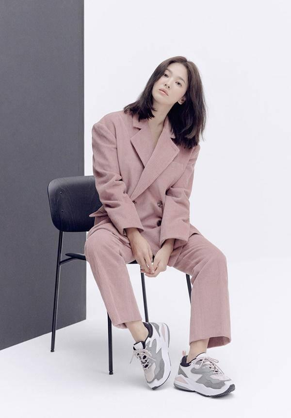 Lại xuất hiện trẻ xinh như gái 20, Song Hye Kyo sau ly hôn như ngày một nhuận sắc-3