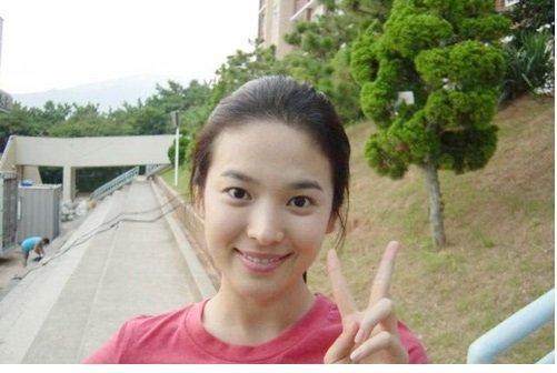 Lại xuất hiện trẻ xinh như gái 20, Song Hye Kyo sau ly hôn như ngày một nhuận sắc-6