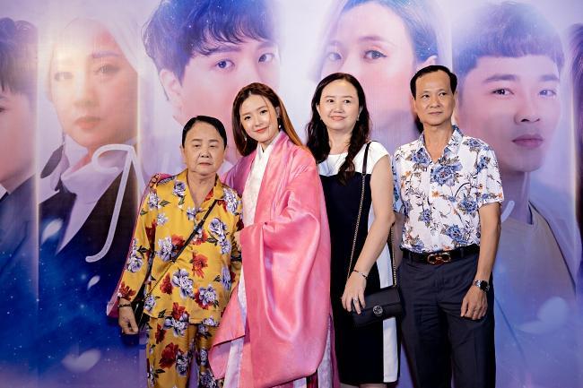 Trịnh Thăng Bình bối rối khi bị bắt cầu hôn Midu tại sự kiện-4