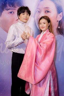 Trịnh Thăng Bình bối rối khi bị bắt cầu hôn Midu tại sự kiện